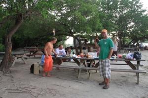 Grilling på Hog Island, Grenada