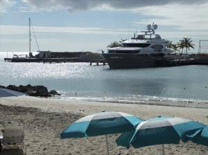Megayacht i Port St. Charles, Barbados