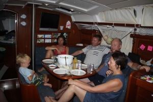 Middag ombord på Hakuna Matata