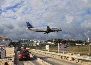 På flyplasstranda, innflygning