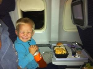 Jonas på flyet hjem til Norge