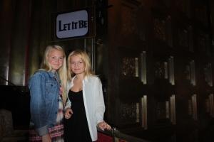 Emilie og Charlotte på Let it be